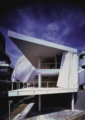 Curtain Wall House, Tokyo, Japan. Shigeru Ban, 1995